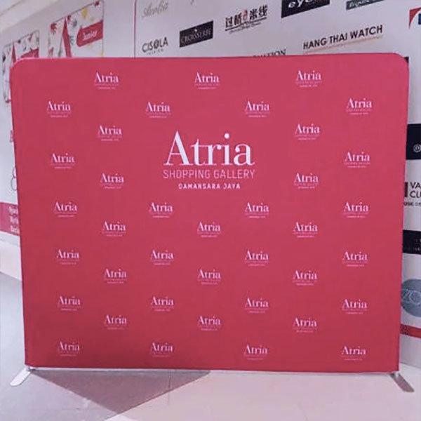 Ścianka reklamowa tekstylna prosta-realizacja-atria