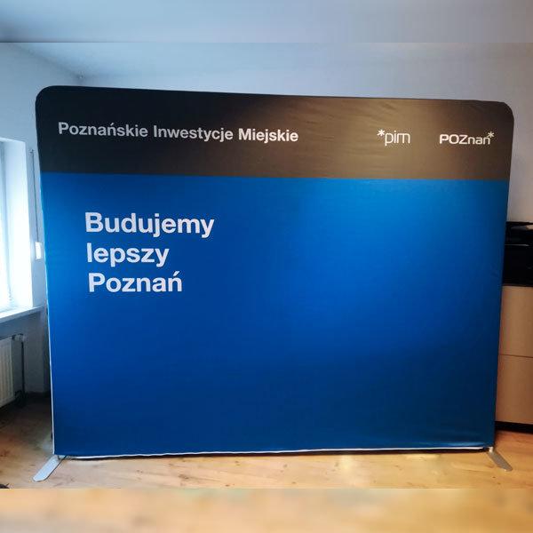 Ścianka reklamowa tekstylna prosta-realizacja-miasto-poznan
